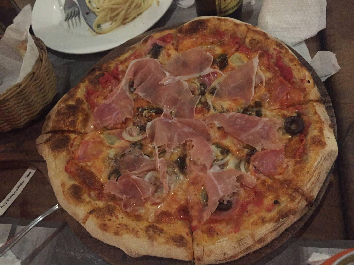 お手頃イタリアン La bella Pizza Bistro (ラ ベラ ピザ ビストロ)