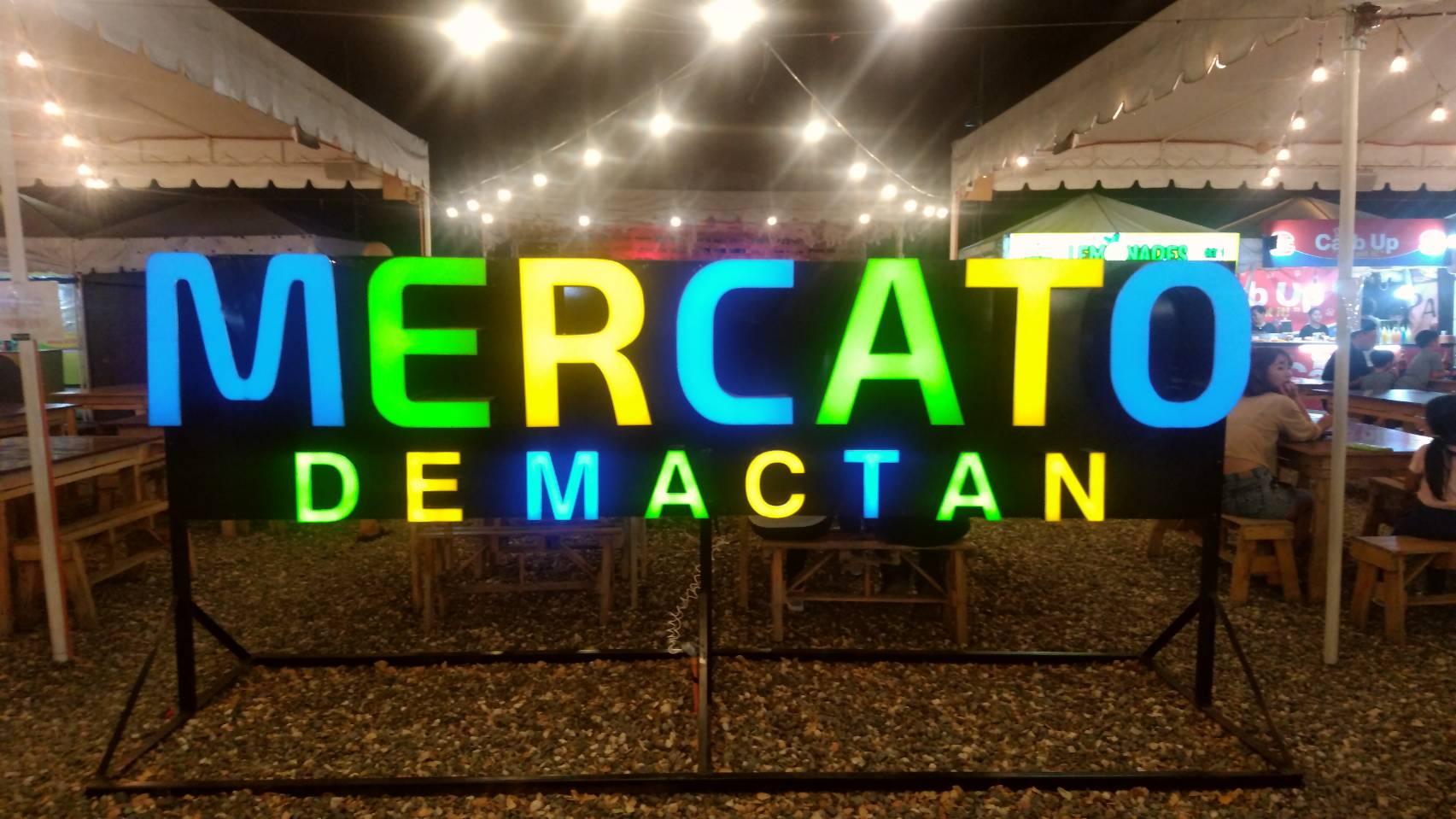 """人気の屋台村 """"MERCATO DE MACTAN"""""""